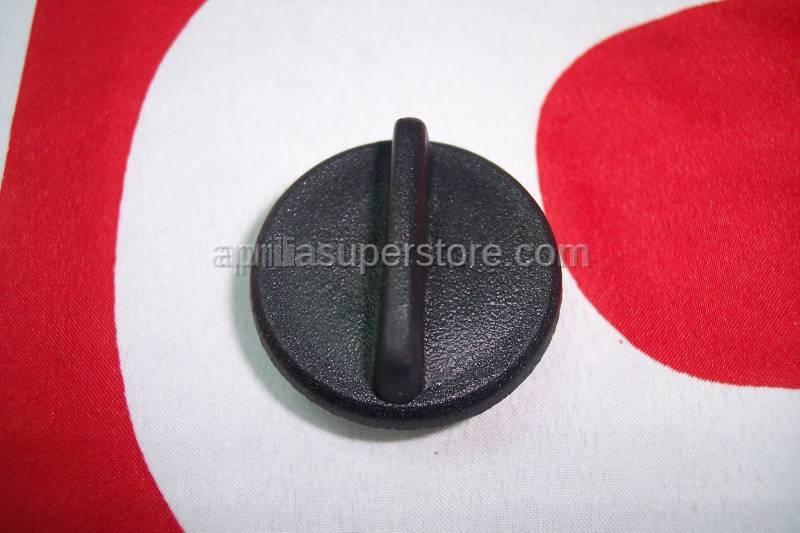 Aprilia - Oil load plug